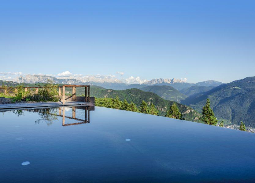 Il piacere dell\'estate dalla terrazza delle Dolomiti